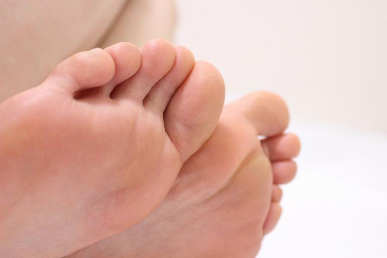 手足 の しびれ コロナ